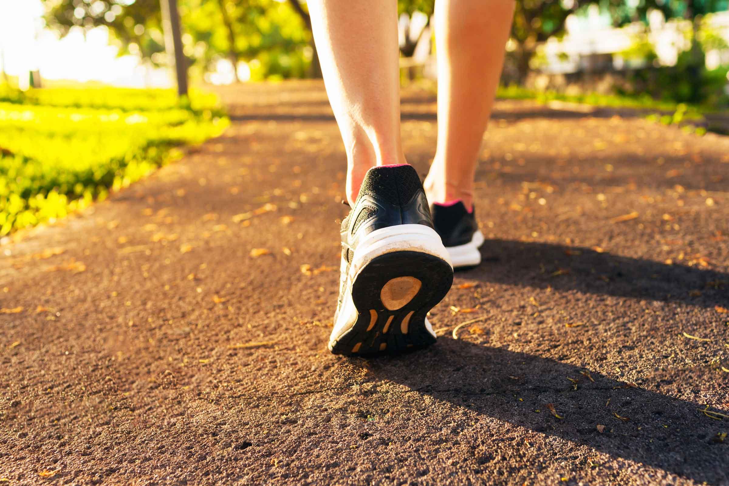Beneficii incredibile ale mersului pe jos