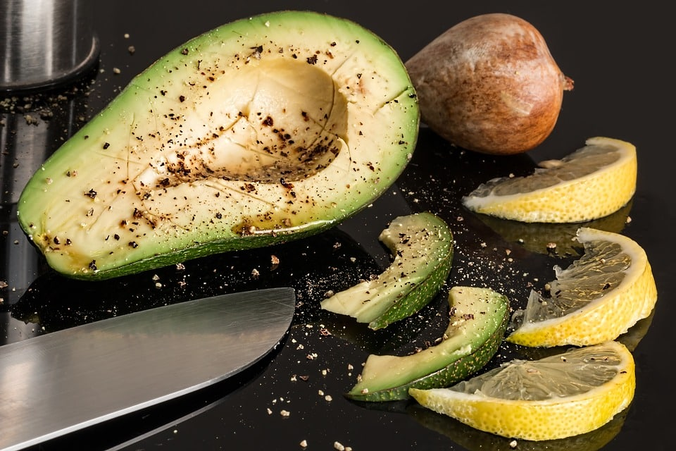10 Motive pentru care ar trebui să mâncăm un avocado zilnic!