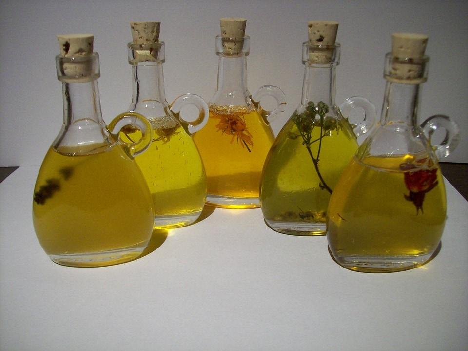 Top 5 uleiuri esențiale pentru echilibrarea naturală a hormonilor
